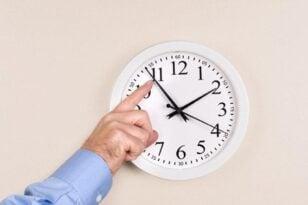 Χειμερινό ωράριο - Στις 31 Οκτωβρίου, τα ρολόγια μια ώρα πίσω