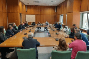 Συνάντηση Αντιπεριφερειάρχη Π.Ε Ηλείας με γονείς και εκπαιδευτικούς: Τι τους υποσχέθηκε για τις συγχωνεύσεις