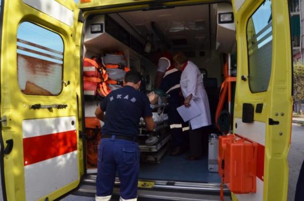 Πάτρα: Τον κράτησαν στη ζωή οι διασώστες του ΕΚΑΒ και τον πήγαν στο Νοσοκομείο
