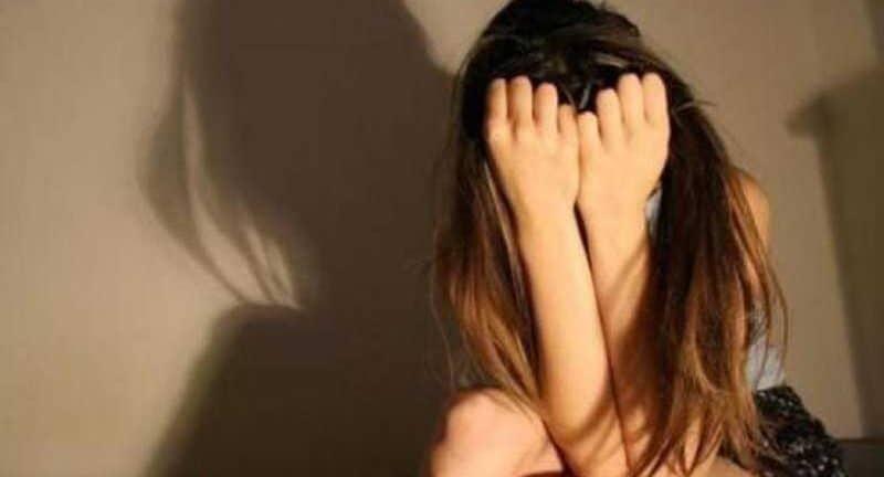 Αγρίνιο: Μητέρα έδιωξε από το σπίτι τη 15χρονη κόρη της - Περιφερόταν και ενδιαφέρθηκαν για αυτή συμμαθητές