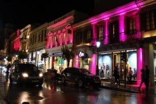 Πάτρα: Κτίρια στο κέντρο της πόλης έγιναν «ροζ» για το Άλμα Ζωής
