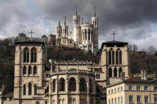 Σοκ στη Γαλλία από τη σεξουαλική κακοποίηση ανηλίκων από την Καθολική Εκκλησία