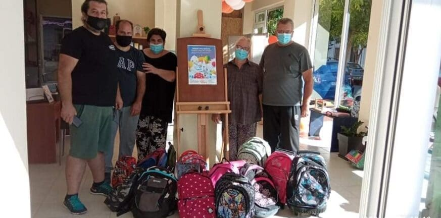 Ο Εμπορικός Σύλλογος Αιγιαλείας πρόσφερε σχολικά είδη σε άπορες οικογένειες