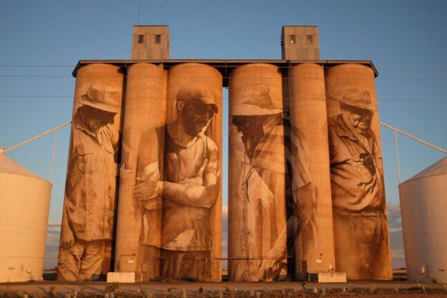 Πάτρα: Ο Αυστραλός Guido Van Helten για την τελική τοιχογραφία του ArtWalk 6