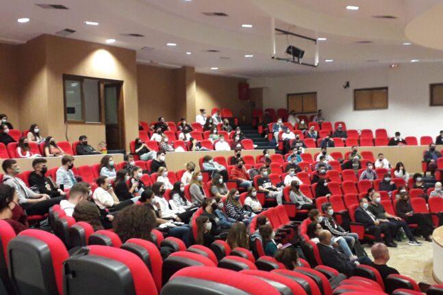 Εμπορικός Σύλλογος Αιγιαλείας: Καλωσόρισμα στους πρωτοετείς φοιτητές του τμήματος Φυσικοθεραπείας