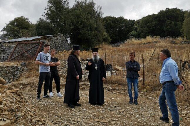 Ο Μητροπολίτης Πατρών Χρυσόστομος κοντά στους κατοίκους των ορεινών χωριών