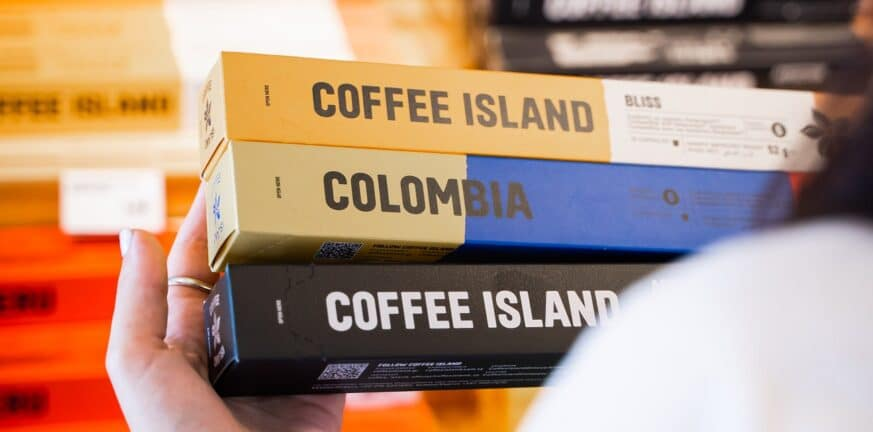 Η Coffee Island από το πεζοδρόμιο μπαίνει στο ράφι