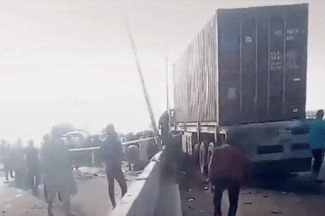 Τραγωδία στο Κάιρο με 19 νεκρούς: Φορτηγό καρφώθηκε σε λεωφορείο