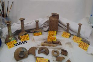 Νέα Στύρα: Αποκαλύφθηκε αρχαίος τάφος με τρεις νεκρούς και πολλά ευρήματα