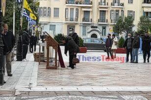 Στη Θεσσαλονίκη ουρές πιστών στον Άγιο Δημήτριο-Ασπάζονται εικόνες, χωρίς μάσκες!
