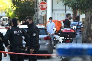 Δολοφονία στο Αιγάλεω: Παραδόθηκε ο γιος της 55χρονης