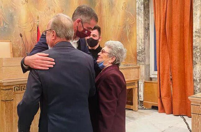 Ζευγάρι ηλικιωμένων 87 και 85 ετών πάντρεψε ο Δήμαρχος Αθηναίων - Η ανάρτηση του Κώστα Μπακογιάννη
