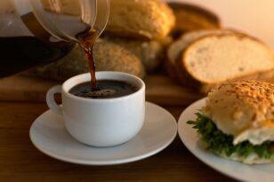 Αυξήσεις «φωτιά» σε ψωμί και καφέ - Δυσανασχετούν οι καταναλωτές