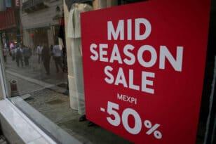 Φθινοπωρινές εκπτώσεις: Ξεκινούν οι ενδιάμεσες εκπτώσεις - Ποιες Κυριακές θα είναι ανοικτά τα καταστήματα