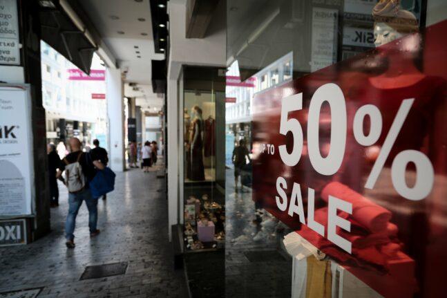 Ξεκινούν οι ενδιάμεσες φθινοπωρινές εκπτώσεις - Οδηγίες προς τους καταναλωτές