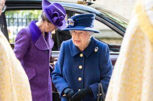 Βρετανία: Η πρώτη δημόσια εμφάνιση της Βασίλισσας Ελισάβετ με μπαστούνι - ΦΩΤΟ