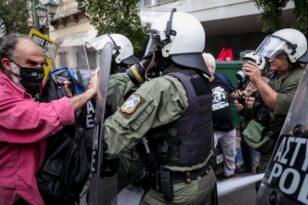 Αντιφασιστική συγκέντρωση στην Ομόνοια - Ένταση κατά τη διάρκεια της πορείας