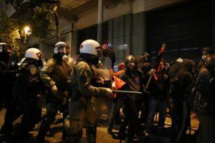 Πέραμα: Επεισόδια και χημικά στο κέντρο της Αθήνας σε συγκέντρωση κατά της αστυνομικής βίας