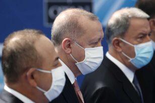 Απειλεί με παραίτηση τον Ερντογάν ο Τσαβούσογλου