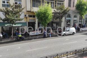 Δίκη μετά μουσικής - Συγκέντρωση του Εργατικού Κέντρου Πάτρας έξω από τα Δικαστήρια