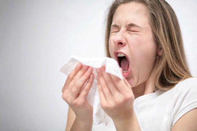 Γρίπη ή κορονοϊός; Πώς τα ξεχωρίζουμε και τι να προσέχουμε