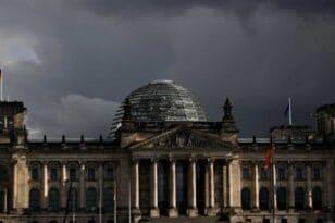 Γερμανία: Η συμφωνία Ελλάδας-Γαλλίας δεν στρέφεται εναντίον άλλων εταίρων