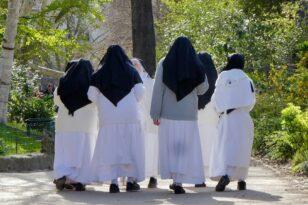 Γαλλία: Σοκαριστικές αποκαλύψεις – Καλόγριες χρησιμοποιούσαν σταυρούς για να βιάσουν κορίτσια