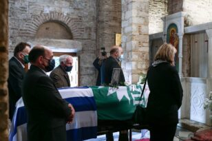 Φώφη Γεννηματά: Η άφιξη της οικογένειάς της στη Μητρόπολη Αθηνών ΒΙΝΤΕΟ