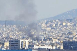 Μεγάλη φωτιά σε πολυκατοικία -Επιχειρούν 24 πυροσβέστες με 8 οχήματα