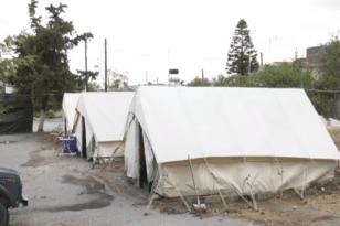 Αρκαλοχώρι – Δύσκολη νύχτα για τους σεισμόπληκτους στις σκηνές υπό καταρρακτώδη βροχή