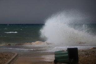 Τραγωδία στο Ηράκλειο: Κύμα χτύπησε ψαράδες και τους παρέσυρε, ένας νεκρός