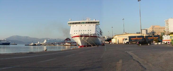 Εμπορευματικό λιμάνι μαζί με το τρένο