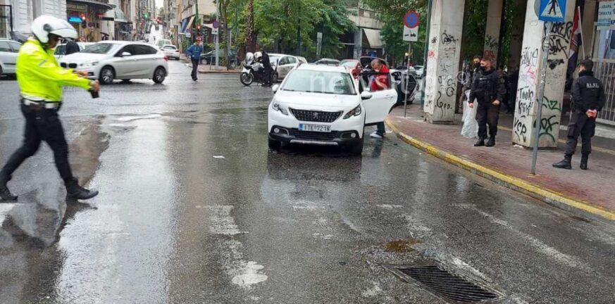 «Πόλεμος» στο κέντρο της Αθήνας, πυροβολισμοί σε «καρτέρι» της Αστυνομίας