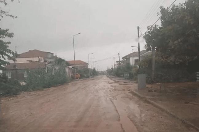 Κακοκαιρία «Μπάλλος»: Προβλήματα σε Μεσολόγγι κι Αγρίνιο - Εγκλωβίστηκε οικογένεια
