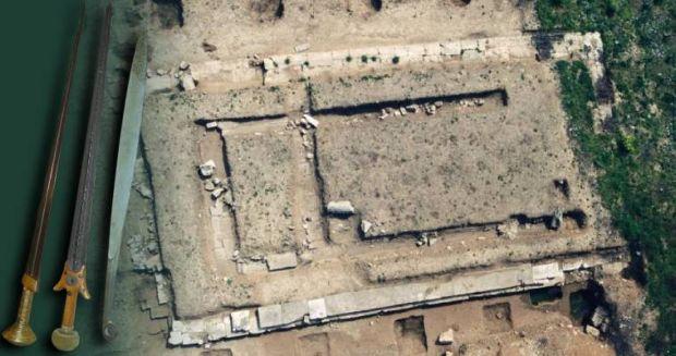 Αρχαιολογική ανακάλυψη στο Αίγιο: Η Ιταλία «μιλά» για σπάνια ξίφη