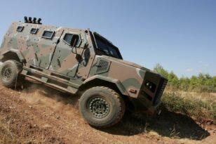 «Οπλίτης»: Το made in Greece στρατιωτικό όχημα στο πεδίο της μάχης (video)