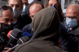 Πέραμα – Παρουσιάστηκε στα δικαστήρια Πειραιά ο 14χρονος που είχε διαφύγει ΒΙΝΤΕΟ