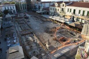 Αίγιο: Πλατεία...όπως το γεφύρι της Άρτας - «Έκπτωτος» ο εργολάβος - Ποια λύση εξετάζεται