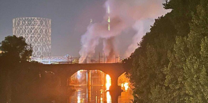Ιταλία: Κατέρρευσε λόγω φωτιάς ιστορική μεταλλική γέφυρα στη Ρώμη ΒΙΝΤΕΟ