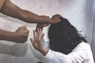 Την έκανε «μαύρη» στο ξύλο μπροστά στο 9χρονο παιδί τους! Τρομερό περιστατικό ενδοοικογενειακής βίας