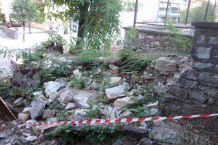 Πάτρα: Κατέρρευσε τοιχίο από σπίτι