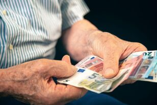 Αναδρομικά συνταξιούχων: Ποιοι δικαιούνται - Πότε θα τα πάρουν