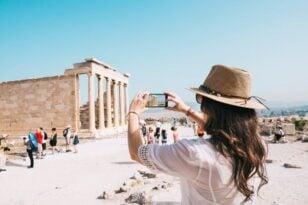 Στο 50% των τουριστικών εσόδων του 2019, τα φετινά στο οκτάμηνο