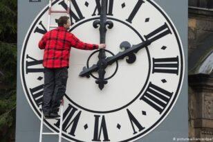 Αλλαγή ώρας: Τι θα γίνει φέτος με το μέτρο – Πότε θα γυρίσουμε τα ρολόγια μας